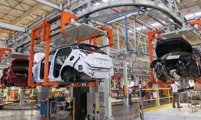A Nissan produz em Resende (RJ) o SUV compacto Kicks e o sedã V-Drive, geração anterior do Versa(foto: Nissan/Divulgação)
