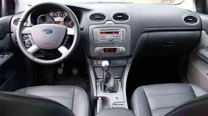 A maioria dos comandos fica ao alcance das mãos e direção pode ser calibrada conforme tipo de condução