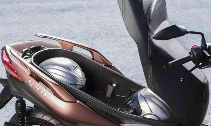 O parta-malas tem grande capacidade e luz de cortesia em LED(foto: Gustavo Epifânio/Yamaha/Divulgação)