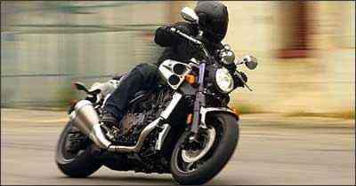 Novo motor V-4 rende a estratosférica marca de 200 cv - Fotos: Yamaha/Divulgação