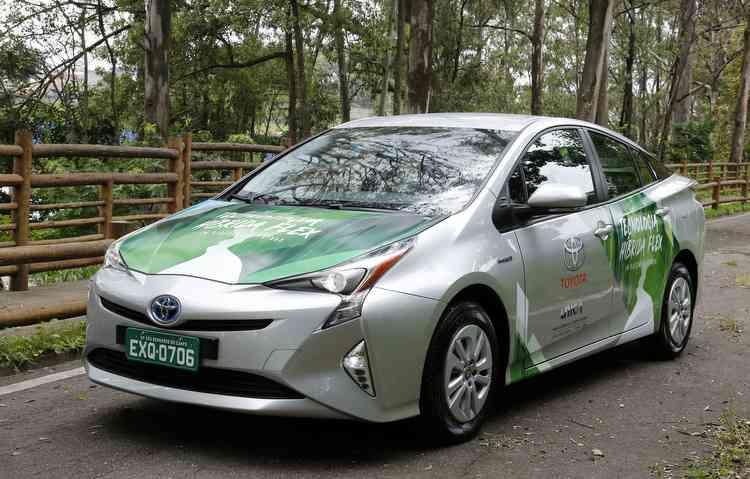 Modelo, que já inicia testes no Brasil, une um motor elétrico e um flex. Foto: Toyota / Divulgação -