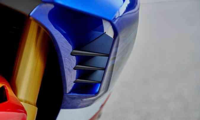 A moto ganhou elementos para otimizar a aerodinâmica e mantê-la mais grudada ao chão(foto: Honda/Divulgação)