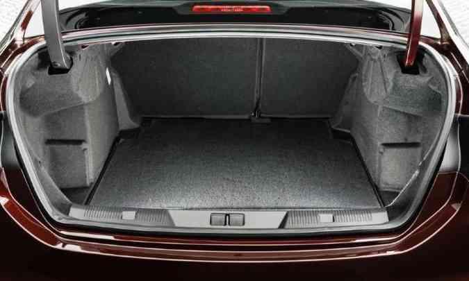 Com 450 litros, porta-malas do Citroën C4 Lounge é menor do que o de sedãs compactos(foto: Citroën/Divulgação)