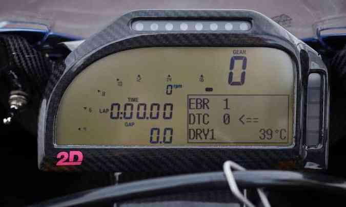 O painel informa o desempenho e o tempo de volta(foto: BMW/Divulgação)
