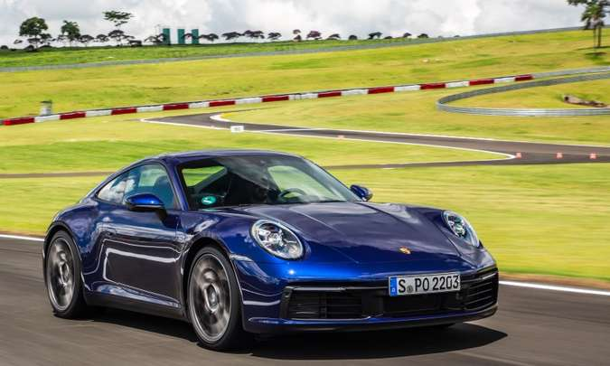 O esportivo ficou 45mm mais largo na dianteira, com o capô mais rebaixado(foto: Porsche/Divulgação)