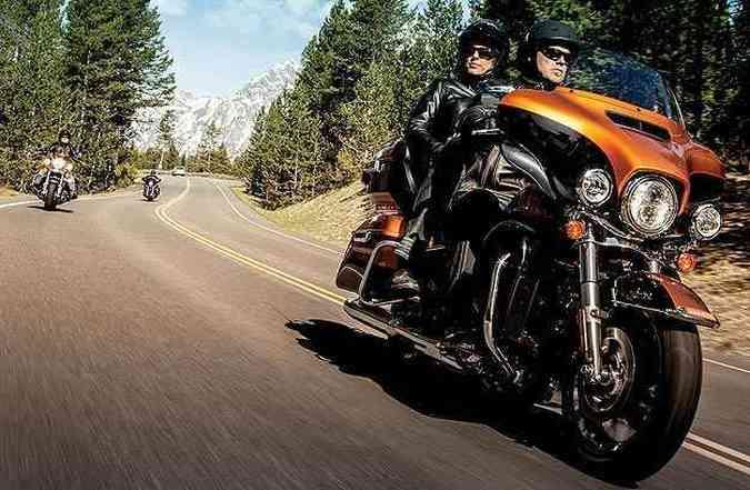 A carenagem dianteira favorece a aerodinâmica e abertura frontal para ventilação(foto: Harley-Davidson/Divulgação)