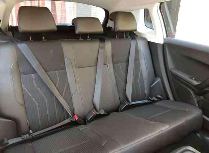 Banco traseiro oferece conforto apenas para dois passageiros(foto: Pedro Cerqueira/EM/D.A PRESS )
