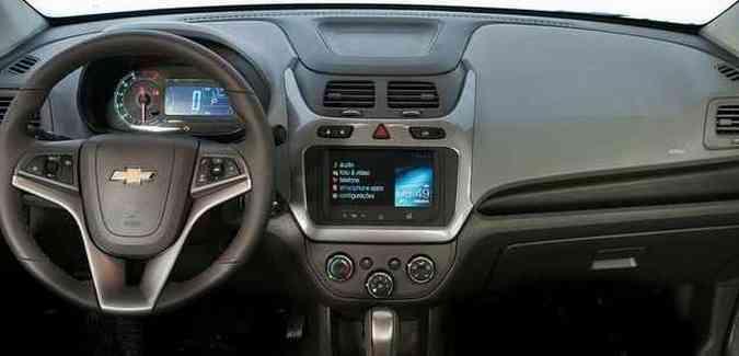 Veículo possui painel com velocímetro digital e botão para a abertura do porta-malas (foto: Chevrolet/divulgação)
