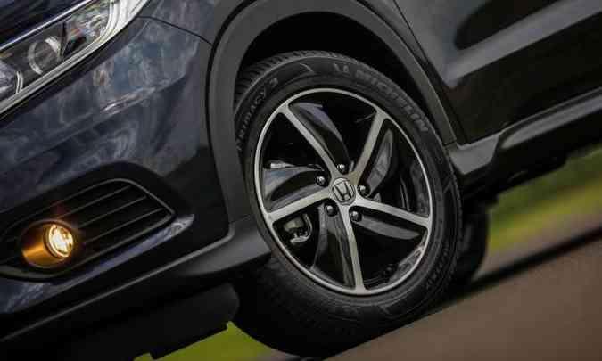 As rodas de liga leve de 17 polegadas ganharam desenho mais esportivo(foto: Honda/Divulgação)