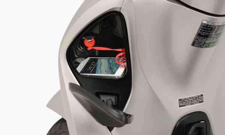 Compartimento para guardar o celular com tomada USB - Honda/Divulgação