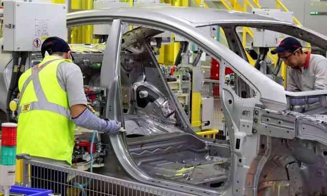 O número de produção de automóveis previsto em janeiro de 3,05 milhões passou para 1,6 milhão(foto: Kia/Divulgação)