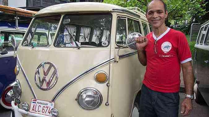 Kombi 1975 - Amauri Lúcio de Oliveira é o presidente do clube e já viajou até o Paraguai com o modelo(foto: Thiago Ventura/EM/D.A Press)