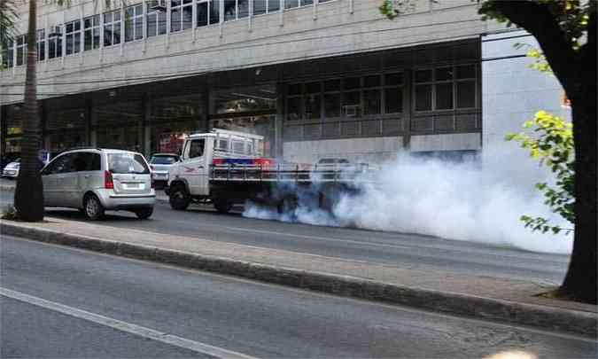 Segundo gerente da Feam, inspeção veicular é uma de muitas ações a serem tomadas para conter a emissão de gases poluentes(foto: Ramon Lisboa / EM / D.A Press)