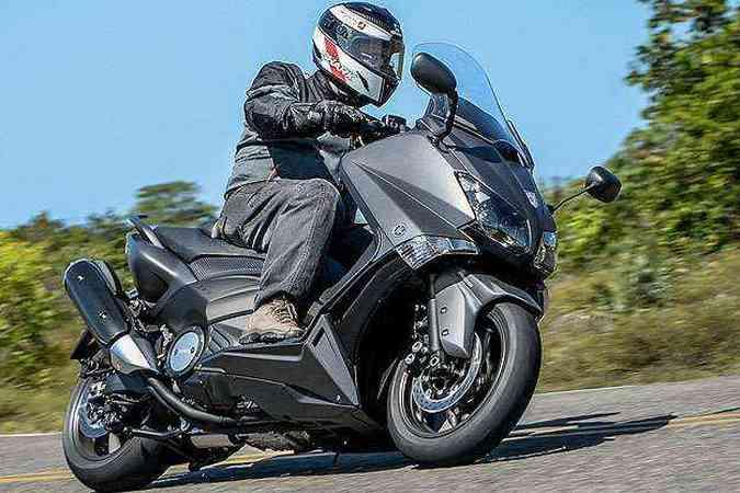 Com aros de 15 polegadas e pneus esportivos, encara curvas sem timidez(foto: Sthephan Solon/Yamaha/Divulgação)