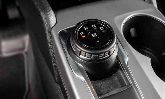 O câmbio automático de oito velocidades tem seletor giratório no console(foto: Ford/Divulgação)
