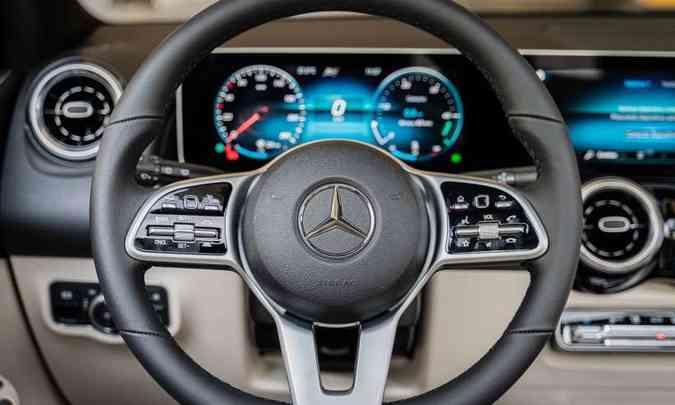 O volante traz todos os comandos necessários para facilitar a vida do motorista(foto: Mercedes-Benz/Divulgação)