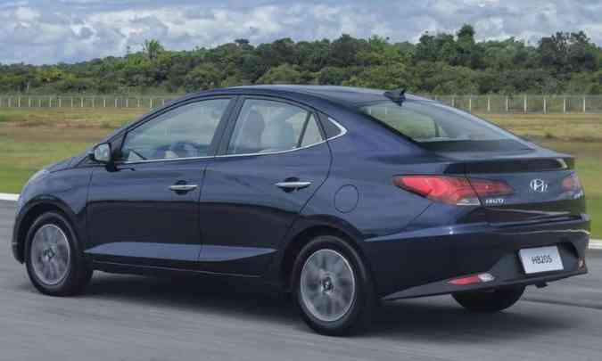 As lanternas traseiras são mais horizontalizadas, condizentes com a proposta do conjunto(foto: Hyundai/Divulgação)