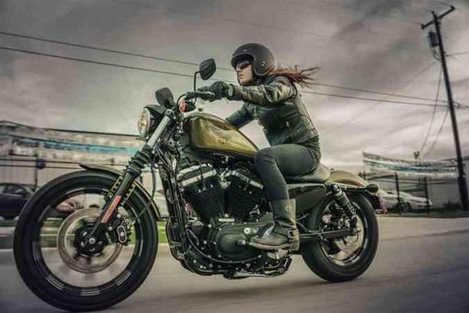 A Sportster Iron 883 tem novas rodas de liga leve (foto: Harley-Davidson/Divulgação )