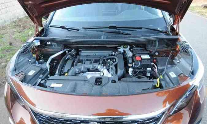 O motor 1.6 THP a gasolina tem injeção direta de combustível e desenvolve 165cv de potência máxima(foto: Leandro Couri/EM/D.A Press)