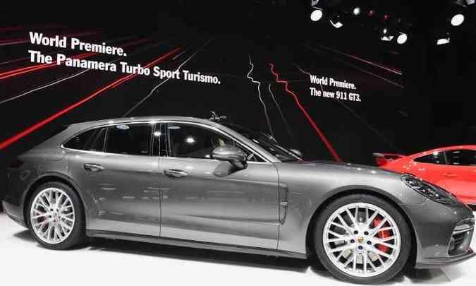 Porsche Panamera Turbo Sport Turismo é a nova perua da marca alemã, com opções de motorização que vão de 330cv a 550cv(foto: Fabrice Coffrini/AFP)