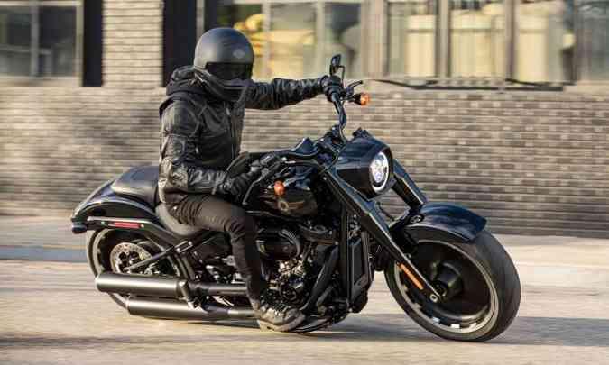 Os pneus são bem largos, sendo o traseiro de 240mm(foto: Harley-Davidson/Divulgação)