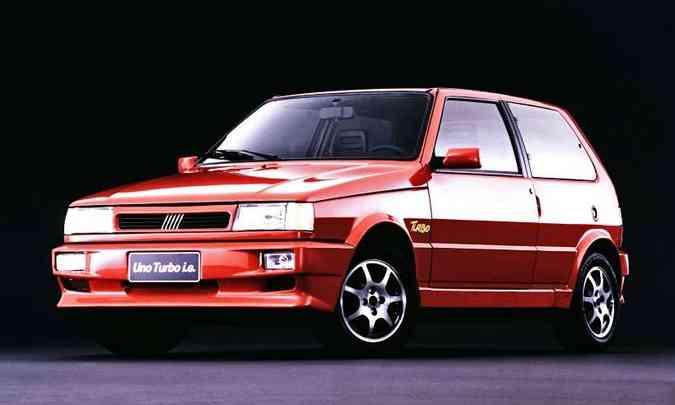 O Uno foi o primeiro automóvel do Brasil a sair de fábrica equipado com motor turbo, em 1994(foto: Fiat/Divulgação)