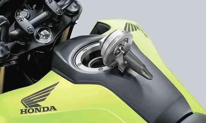 O tanque de combustível tem capacidade de 5,5 litros e bocal do tipo esportivo(foto: Honda/Divulgação)