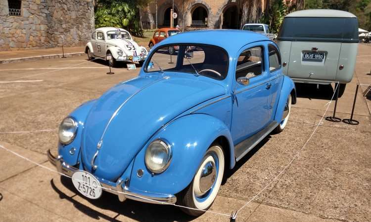 VW Fusca 1951 e Kombi 1950 (ao fundo) - Pedro Cerqueira/EM/D.A Press