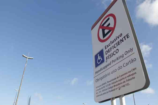além de estacionamento reservado, os beneficiados têm direito a talões de Zona Azul (foto: Brenda Alcantara / Esp DP )