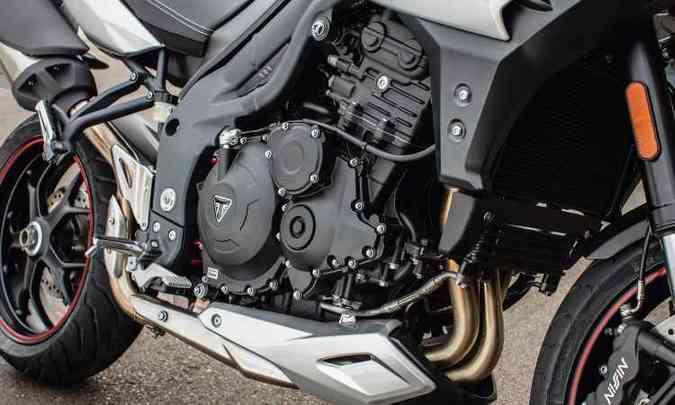 O motor de três cilindros em linha conta com pacote eletrônico de gerenciamento(foto: Thiago Henrique/Triumph/Divulgação)