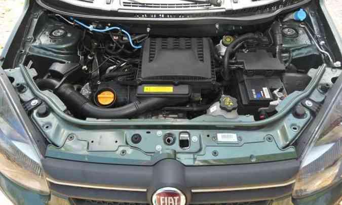 O motor quatro-cilindros 1.3 deu mais agilidade ao compacto na cidade e na estrada(foto: Jair Amaral/EM/D.A Press)