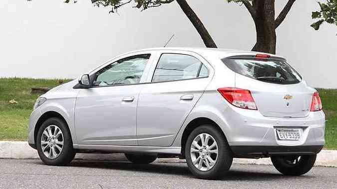 Chevrolet Onix tem linhas traseiras limpas e lanternas proporcionais(foto: Marlos Ney Vidal/EM/D.A Press)