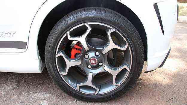 Fiat Punto T-Jet: Pinça vermelha e pneu de perfil baixo - Marlos Ney Vidal/EM/D.A Press