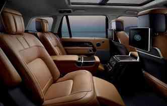 Espaço interno recebeu maiores comodidades como porta-objetos traseiros com capacidade para 2,8 litros. Foto: Jaguar Land Rover / Divulgação