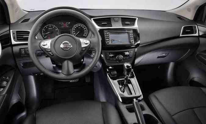 Destaque para o volante, inspirado no esportivo 370Z(foto: Nissan/Divulgação)