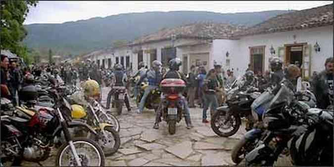 A concentração dos motociclistas aconteceu no Largo das Forras(foto: Téo Mascarenhas/Arquivo pessoal)