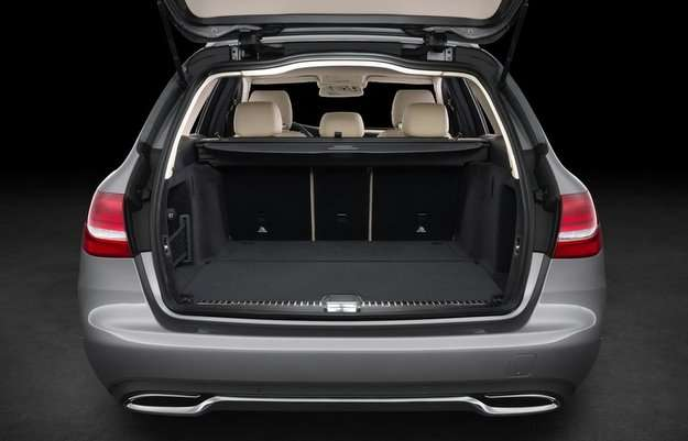 Capacidade do porta-malas é de 490 litros  - Mercedes-Benz/divulgação