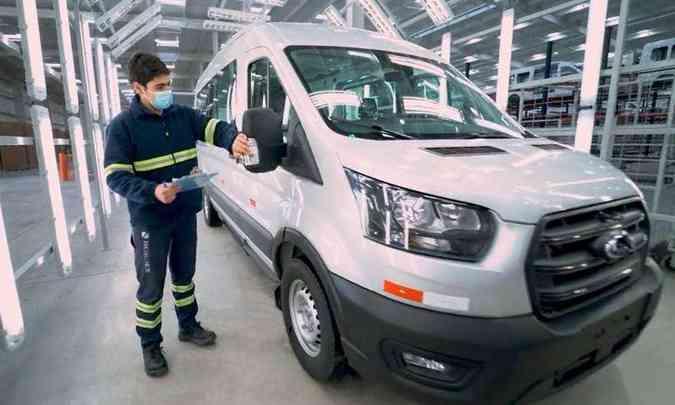Foram investidos US$ 50 milhões na fábrica em Montevidéu, onde a Ford Transit já está sendo produzida(foto: Ford/Divulgação)