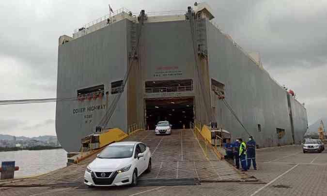 As primeiras unidades do renovado Nissan Versa desembarcaram no porto do Rio de Janeiro(foto: Nissan/Divulgação)