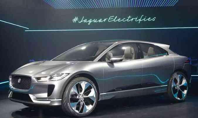 Jaguar I-Pace é o primeiro SUV elétrico da marca e tem 400cv de potência, com autonomia para rodar 500 quilômetros(foto: Fabrice Coffrini/AFP)