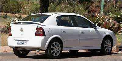 Rodas esportivas de liga aro 16 polegadas são herdadas da versão SS e aerofólio traseiro é item opcional conjugado com airbag -