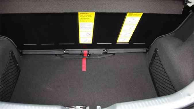 A capacidade do porta-malas pode ser ampliada com o banco traseiro deslizante(foto: Marlos Ney Vidal/EM/D.A Press)