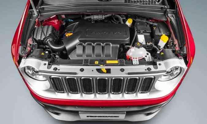 ...equipada com o motor 1.8 flex mais potente e econômico(foto: Studio Cerri/Fiat/Divulgação)