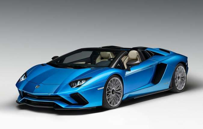 Série especial vem com pintura que deixa visível fibra de carbono no teto e nas colunas dianteiras(foto: Lamborghini/Divulgação)