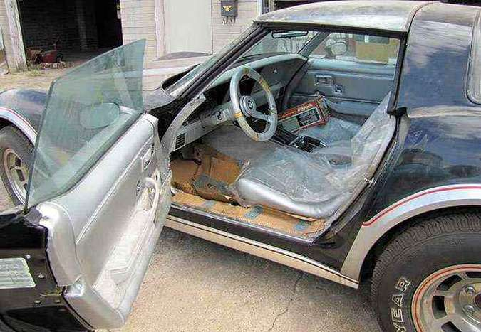 Plástico nos bancos e capa no volante: carro de 1978 nunca foi utilizado!(foto: VanDerBrink Auctions/Divulgação)