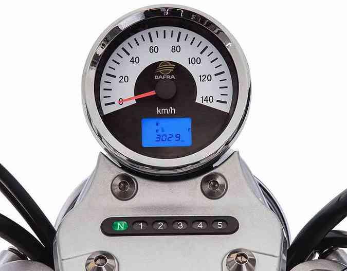 O relojão tem modernidade da tela digital complementado pelo indicador de marcha(foto: Dafra/Divulgação)