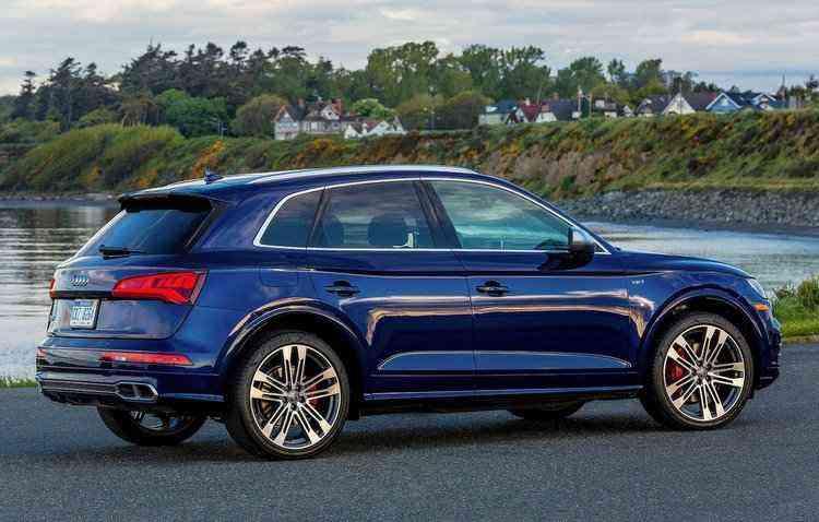 O automóvel acrescenta faróis full led e conjunto de luzes customizáveis - Audi / Divulgação
