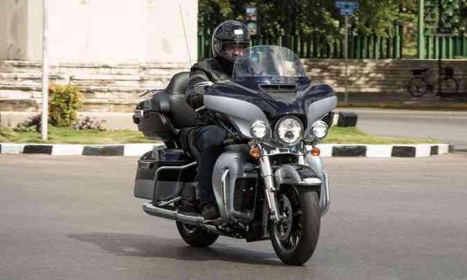 A Ultra Limited tem carenagem asa de morcego com abertura para ventilação(foto: Harley-Davidson/Divulgação)