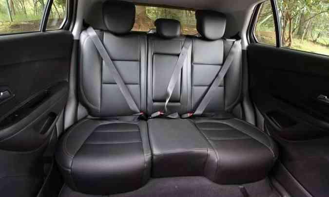 Espaço no banco traseiro é satisfatório para um SUV compacto(foto: Edésio Ferreira/EM/D.A Press)