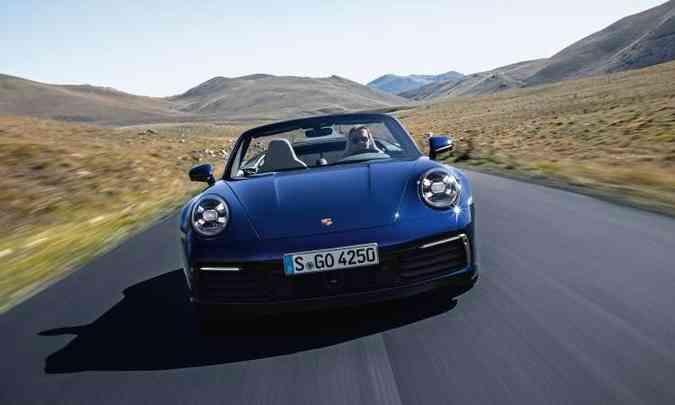 O novo Porsche 911 Cabriolet chegará ao Brasil no segundo semestre, mas ainda não tem preços definidos(foto: Porsche/Divulgação)
